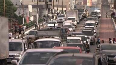 ''Super sexta'' junta a saída para o feriado com o jogo do Brasil - Transporte público prepara esquema especial.