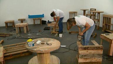 Estudantes fazem móveis para ajudar o Lar dos Velhinhos - Além da boa ação, eles evitam que os materiais vão para o lixo.