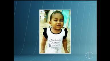 Menina de dois anos morre após ser picada por escorpião em Montes Claros - Hospital Universitário divulgou que criança chegou três horas após a picada e não reagiu a tratamento; corpo está sendo velado no Bairro Vila Telma.