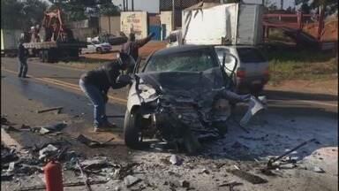 Uma pessoa morre e outras quatro ficam feridas em acidente na BR-491 - Uma pessoa morre e outras quatro ficam feridas em acidente na BR-491