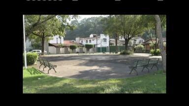 Dois jovens são presos suspeitos de atirarem em adolescente em Ipatinga - Eles foram presos durante patrulhamento na avenida Brasil no Bairro Iguaçu; crime foi nessa quarta-feira (4) e a vítima foi baleada na panturrilha.