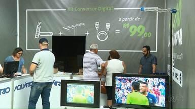 Tem Feirão da TV Digital no Londrina Norte Shopping sábado e domingo (8) - Tem kit da TV Digital à venda e informações para quem tem direito a receber os equipamentos gratuitamente.