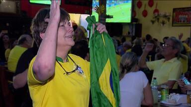 Nos bares a torcida, que era do Brasil, já pensa em quem torcer na próxima fase - Com bom humor, o torcedor enfrentou a derrota da seleção.