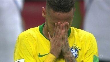 Por 2 a 1, Bélgica tira o Brasil da Copa e adia o sonho do hexa - Seleção errava muitos passes e Philippe Coutinho estava irreconhecível. Bélgica chega à quinta vitória seguida na Copa.