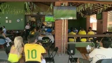 Torcedores de Cachoeiro, no Sul do ES, assistem ao jogo - Bélgica venceu a seleção brasileira por 2 a 1.