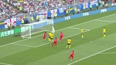 Walker tenta o cruzamento e a bola fica nas mãos de Olsen, aos 10' do 1ºT - Walker tenta o cruzamento e a bola fica nas mãos de Olsen, aos 10' do 1ºT.