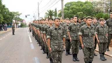 Desfile celebra aniversário da Revolução Constitucionalista - Homenagem foi realizada no Centro de Presidente Prudente.