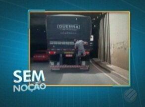 Vídeo flagra homem pegando 'carona ilegal' caminhão em Belém - O caso aconteceu no túnel do Entroncamento.