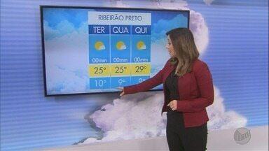 Veja como fica o tempo em Ribeirão Preto e região nesta terça-feira - Uma frente fria chega a região e as temperaturas devem diminuir. Previsão de temperatura mínima de 10 graus e máxima de 25 em Ribeirão Preto, SP.