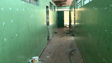 Alunos de escolas municipais de Cascavel estudam no improviso - Enquanto prédios são reformados, estudantes são acomodados em prédios alugados.