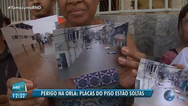 Moradores reclamam da falta de manutenção das placas de concreto no bairro da Boca do Rio - Além deste problema eles se queixam que durante o período de chuvas a rua ficam totalmente alagadas.