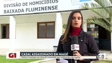 Casal é assassinado em casa em Magé por bandidos encapuzados - A filha do casal foi baleada. A polícia investiga se crime foi cometido por traficantes da região.