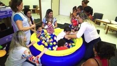 Boneca ajuda crianças com deficiência a aceitar tratamento - Lili usa órteses para ajudar crianças com deficiência a superar o desconforto durante o tratamento.