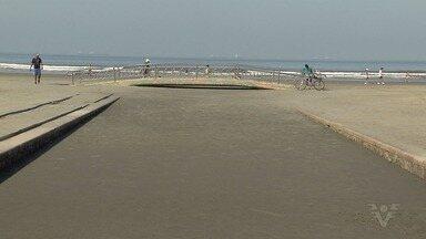 Frente fria e mar agitado provocam assoreamento de canais em Santos - Canais 1, 2 e 3 ficaram cheios de areia por conta da alta da maré.