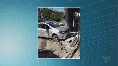 Homem atropela sobrinho de ex e invade casa da família com carro - Caso ocorreu em Eldorado, no Vale do Ribeira.
