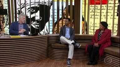 """Bial relembra o sucesso do livro de Carolina de Jesus - 'Conversa' mostra trechos de Zezé Motta lendo o best-seller """"Quarto de Despejo: Diário de uma favelada"""""""