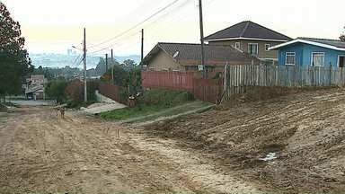 Moradores relatam dificuldade para contratar obra de asfalto na CPS em Ponta Grossa - Companhia Pontagrossense de Serviços é responsável por construir asfalto em vias a partir do pagamento feito pelos moradores.