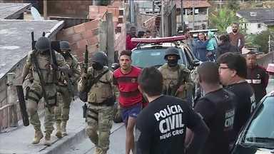 Polícia prende sete pessoas por tráfico de drogas e venda de armas em Belo Horizonte - A Polícia Civil começou a investigar uma denúncia de entrega de drogas a domicílio e decobriu que a quadrilha também negociava armas.