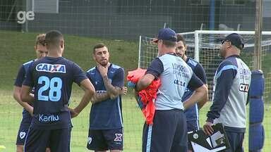 Por dentro do treino: Londrina faz mudanças em busca de primeira vitória com Sergio Soares - Time deve ter três alterações, e treinador fala da postura da equipe para fugir da zona de rebaixamento