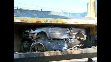 Operação para fechamento de dois ferros-velhos em Santa Maria bloqueia parte da RSC-287 - E em Santa Maria o trânsito segue bloqueado na RSC-287, em Camobi, por causa de uma operação da Secretaria de Segurança Pública do estado em duas sucatas da cidade.