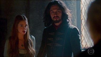 Afonso descobre que Catarina é filha de uma bruxa - Augusto revela que ela não é sua filha de sangue e Afonso revela que o filho de Catarina não é seu