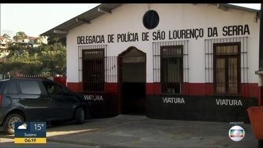 Polícia recupera armas roubada de delegacia - As armas estavam escondidas em uma casa em Ferraz de Vasconcelos.