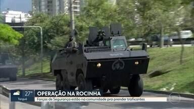 Forças de Segurança realizam operação na Rocinha em busca de traficantes - Neste segundo dia de operação, dois homens foram levados para averiguação na delegacia.