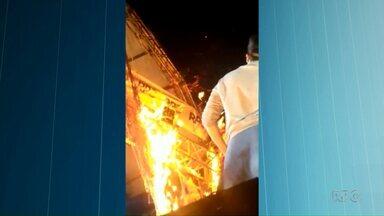 Decoração de palco pega fogo durante show de Luan Santana em Cianorte - Ninguém se feriu.