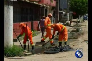 Moradores denunciam bueiros entupidos no bairro da Condor, em Belém - Equipe do Calendário JL foi até o local.