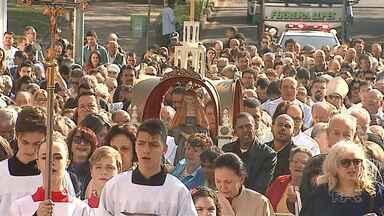 Cinco mil pessoas participação da procissão em homenagem à padroeira em Ponta Grossa - A Senhora Sant'Ana também é padroeira de Castro. Na cidade, também teve homenagem.