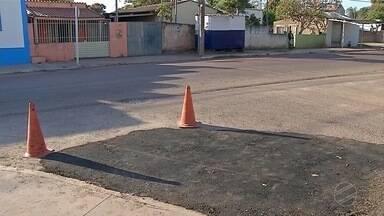 Moradores do Boa Esperança agradecem solução do problema de buraco em rua. - Em dias de calor, o mau cheiro que exalava da água no buraco ficava insuportável.