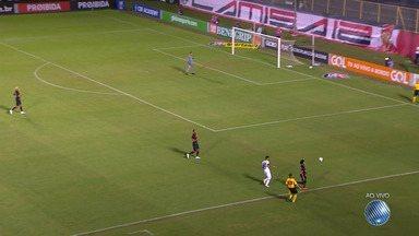 Vitória enfrenta o Sport nesta quinta (26) com desafio de deixar a zona de rebaixamento - Veja imagens da partida, que acontece no estádio do Barradão.