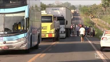 BR-222 é liberada após 24 horas de bloqueio - Depois de passar mais de 24 horas bloqueada por manifestantes na divisa entre Pindaré-Mirim e Santa Inês, a BR-222 foi liberada na manhã desta sexta-feira (27).