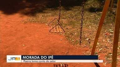 Moradores reclamam da falta de estrutura de praça no Setor Morada do Sol, em Goiânia - Brinquedos estão estragados.