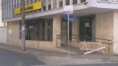 Um mês após ataque, agências bancárias de Rio Claro, SP, continuam fechadas - A Caixa Econômica Federal informou que não tem previsão de quando a agência irá voltar a funcionar e o Banco do Brasil disse que as atividades devem ser retomadas no fim de setembro.