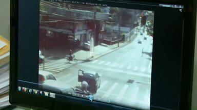 Motoristas que se envolvem em acidente podem pedir imagens das câmeras de monitoramento - Ao todo são 45 radares espalhados pela cidade.