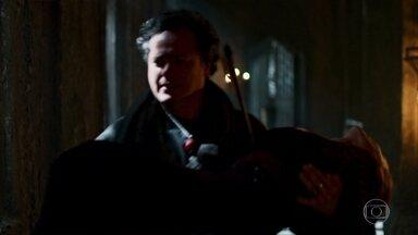 Luciola revela segredos de Catarina para Augusto - Apesar disso, Augusto diz que é muito difícil testemunhar contra ela