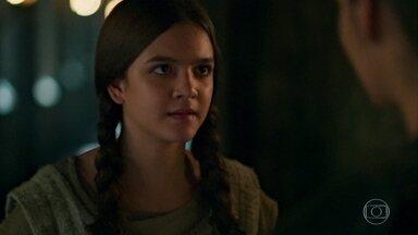 Agnes faz uma descoberta sobre Selena - Ela pega o colar de Selena e vê o passado de Selena