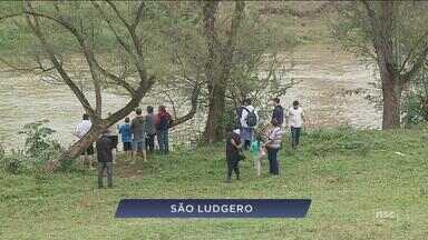 Bombeiros fazem buscas por meninos de 8 anos arrastados por correnteza em rio de SC - Bombeiros buscam por dois meninos de 8 anos que foram arrastados pela correnteza de rio no Sul de SC