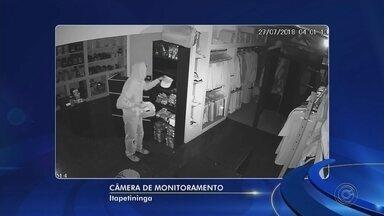 Câmeras registram furto em loja na área central de Itapetininga - Uma loja de artigos esportivos foi furtada, nesta sexta-feira (27), na Rua Silva Jardim, área central de Itapetininga (SP).