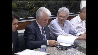 Prefeito assina contrato de concessão de serviços da Copasa por mais 30 anos - Em contrapartida, Copasa deve destinar ao município a quantia de R$ 700 milhões; Humberto Souto diz que vai fiscalizar cumprimento de acordo.