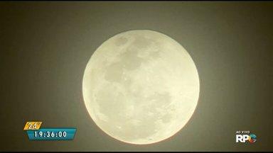 Após o fenômeno da lua de sangue lua brilha com força em Maringá - A imagem é do repórter cinematográfico Honorio Silva