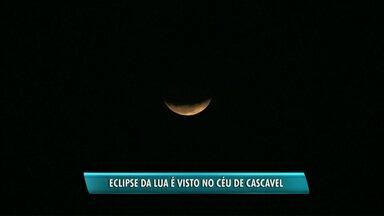 Eclipse da lua é visto no céu de Cascavel - Foi o maior eclipse lunar do século.