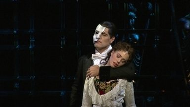 Passeie pelos bastidores do musical 'O Fantasma da Ópera', em São Paulo - Baseado no romance 'Le Fantôme de L'Opera', de Gaston Leroux, espetáculo conta história de uma figura mascarada que se esconde na Ópera de Paris.