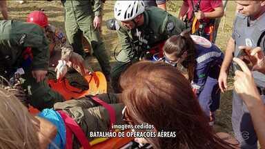 Dois policiais militares ficam feridos com a queda de um parapente - O acidente foi na tarde de domingo (29).