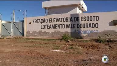 Moradores do Loteamento Vale Dourado, em Petrolina, sofrem com esgotos estourados - Esse é um problema recorrente na comunidade.