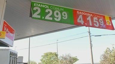 Período de safra contribui para queda no preço dos combustíveis - O período de safra da cana-de-açúcar está trazendo uma boa notícia para os motoristas. Finalmente, os preços do etanol e da gasolina começaram a baixar.