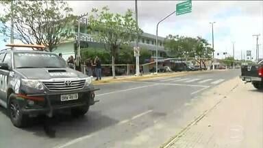Fortaleza entra no 4º dia de ataques a ônibus e prédios públicos - A situação na capital cearense ainda continua tensa e mais uma tentativa de ataque foi registrada na manhã desta segunda (30). Ao todo, 14 ônibus foram atacados e três pessoas foram presas suspeitas de participação nas ações criminosas.