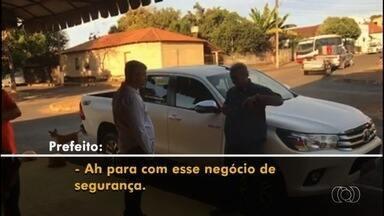Vídeo mostra prefeito de Iporá tentando impedir blitz com bafômetro - Gravação revela discussão entre Naçoitan Leite (PSDB) e agente que montaria fiscalização da Balada Responsável durante Exposição Agropecuária da cidade.