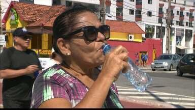 Saiba porque é tão importante beber água mesmo no clima mais frio - Saiba como calcular a quantidade de água que você precisa beber durante o dia.